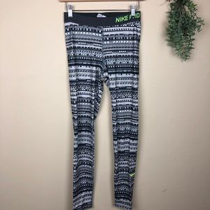 Nike Pro | Glitch Geometric Print Leggings